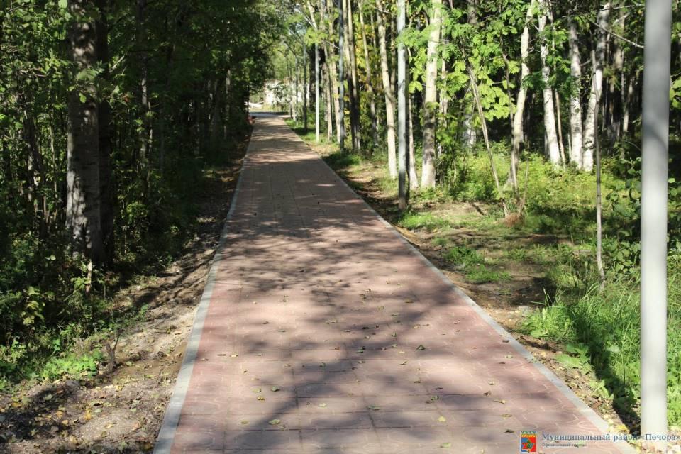 Дорожка в парке Дубинина. Фото администрации Муниципального района «Печора»