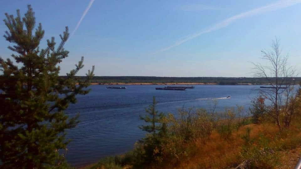 Река Печора. Суда и баржи на реке