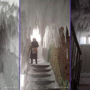 Ледяной подъезд. Фото: Ольга Сай ((https://vk.com/wall16845867_10724)